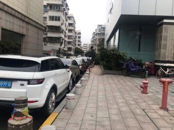安阳大厦停车场