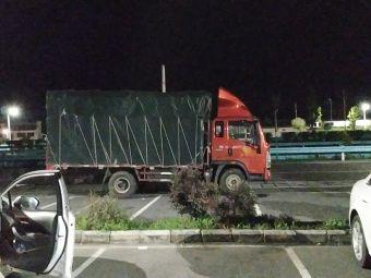 广顺停车区停车场
