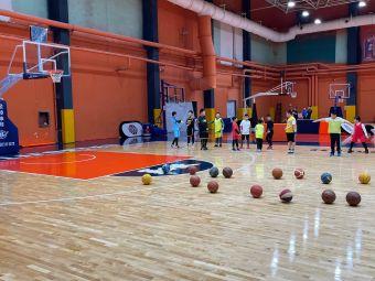 莱飞跃篮球馆(黄河路店)