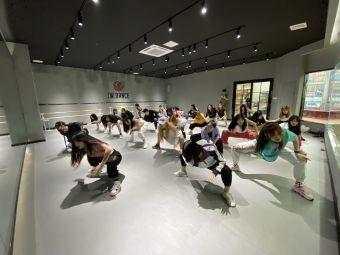 極舞流行舞社