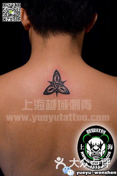 颈后图腾纹身