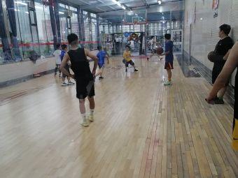 篮球 游泳馆