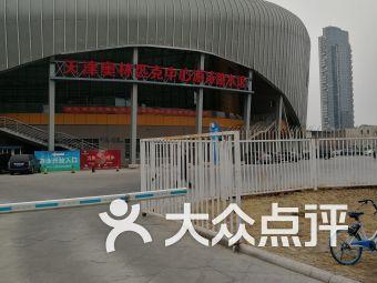 奥林匹克中心游泳跳水馆停车场