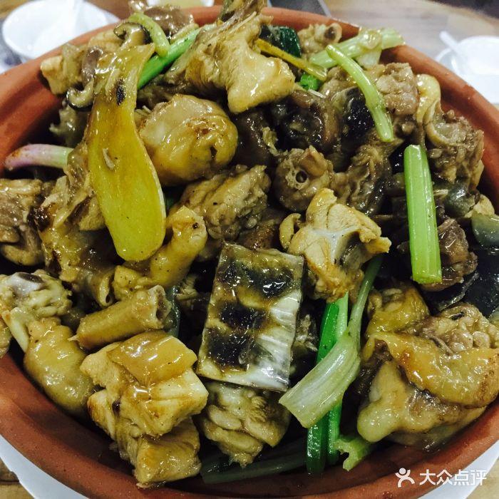 柴火水鱼炆蒜鸡