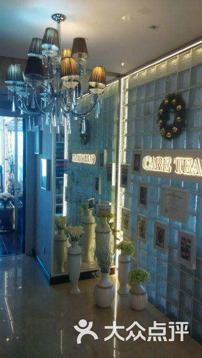里面几间欧式装修的接待展示厅
