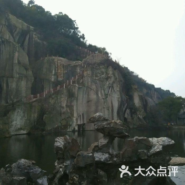 绍兴东湖风景区