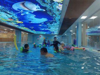 飞鱼家族国际亲子游泳中心
