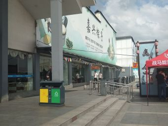 宜兴太湖服务区停车场