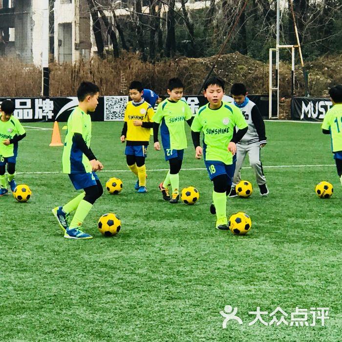 怎样系统训练足球_儿童足球训练_儿童足球灵敏性训练