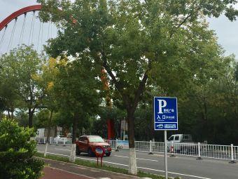 彩虹广场停车场