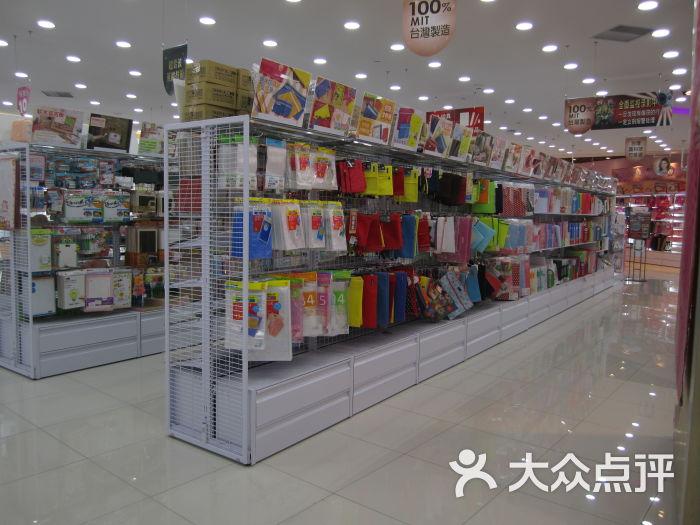 大创生活馆(百联世纪店)文具类货架图片 - 第3张图片