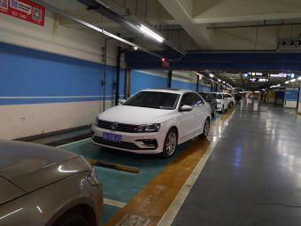 勒泰中心-地下停车场