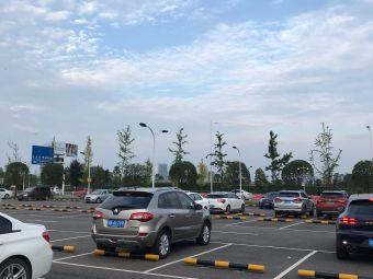 佛罗伦萨小镇北面停车场