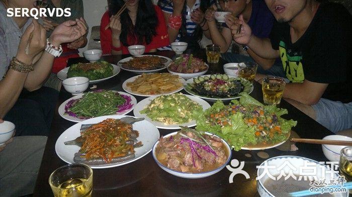 行者国际青年旅舍丰盛的一桌饭菜图片 北京青年旅舍 大众点评网