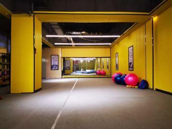日月健身俱乐部(西亚斯店)