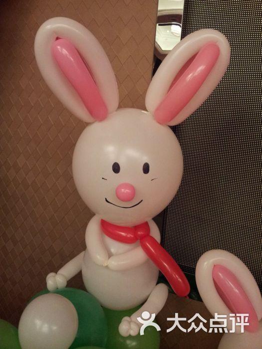 爱琪琪气球达人工作室-小兔子气球造型图片-西安生活