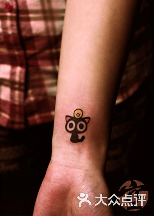 手腕小猫纹身