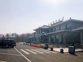 江密峰服务区停车场