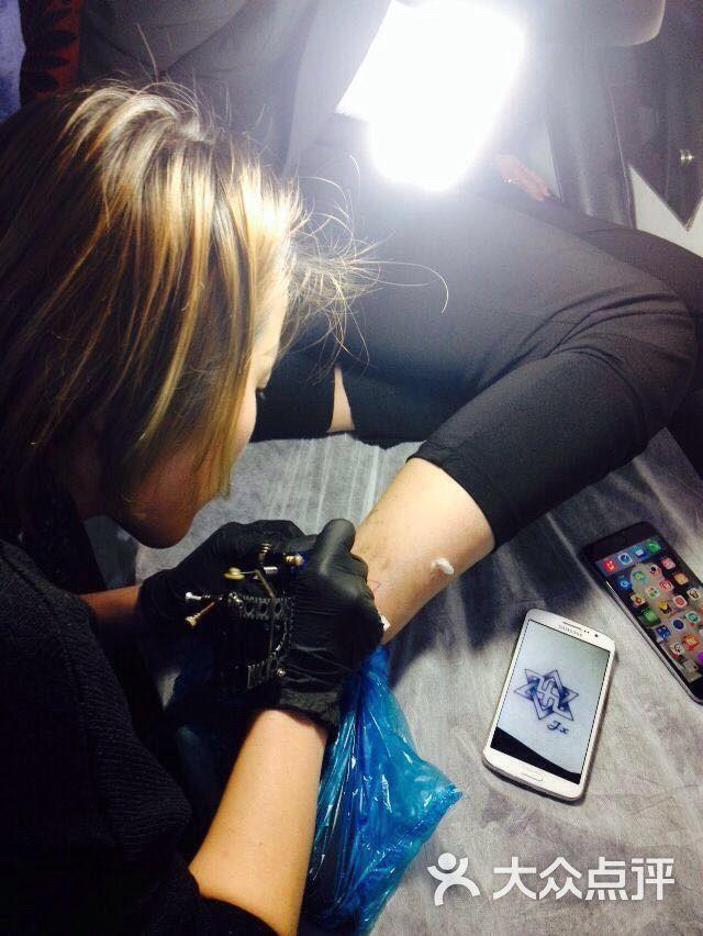 玲珑女纹身师刺青tattoo工作室图片