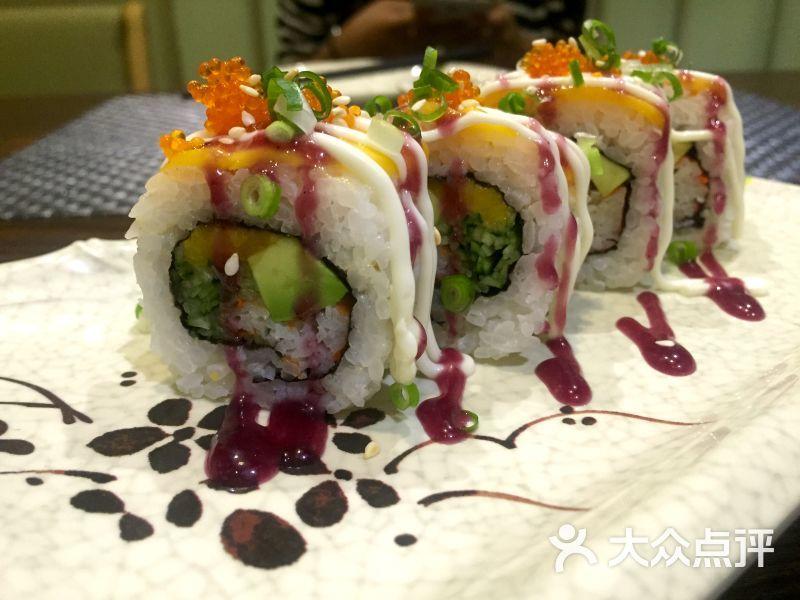 【食物】简单粗暴的三文鱼刺身,我最喜欢的就是它的摆盘,吃日料嘛,我