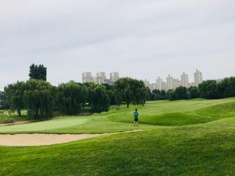 华堂高尔夫练习场