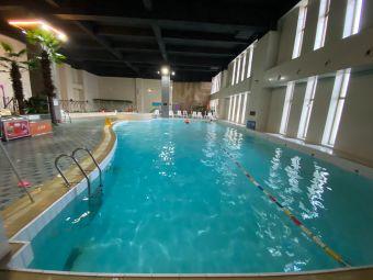 假日洲际游泳馆