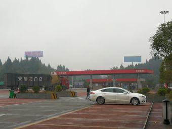 营山服务区-停车场