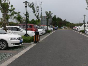 湖滨花园酒店停车场