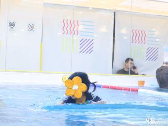 Ribu Trevi汭卟亲子游泳