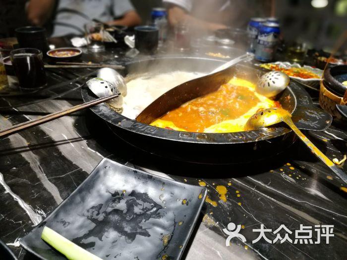 聚辣清汤鸳鸯锅
