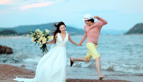 至于男士要怎么样才能拍好婚纱照,就简单多了,没有女生那么复杂.图片