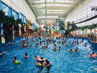 热浪岛水上乐园游泳
