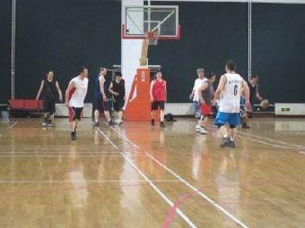 英翔室内篮球场