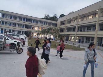 梅屿中心小学