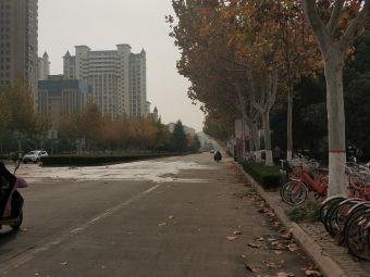 嘉禾颐苑-停车场