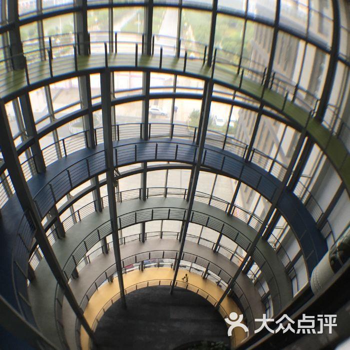 江苏大学图书馆
