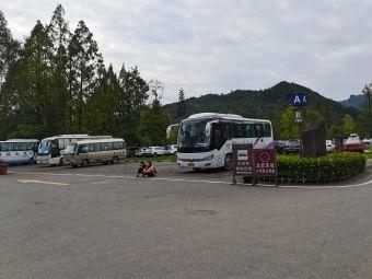 青城前山停车场