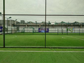 笼式足球场