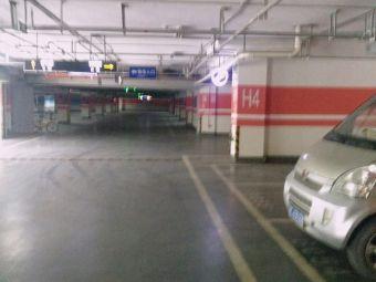 银泰奥特莱斯停车场