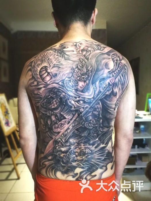 天骄纹身艺术啸刺青tattoo会所人物原创赵子龙满背耗时32小时图片