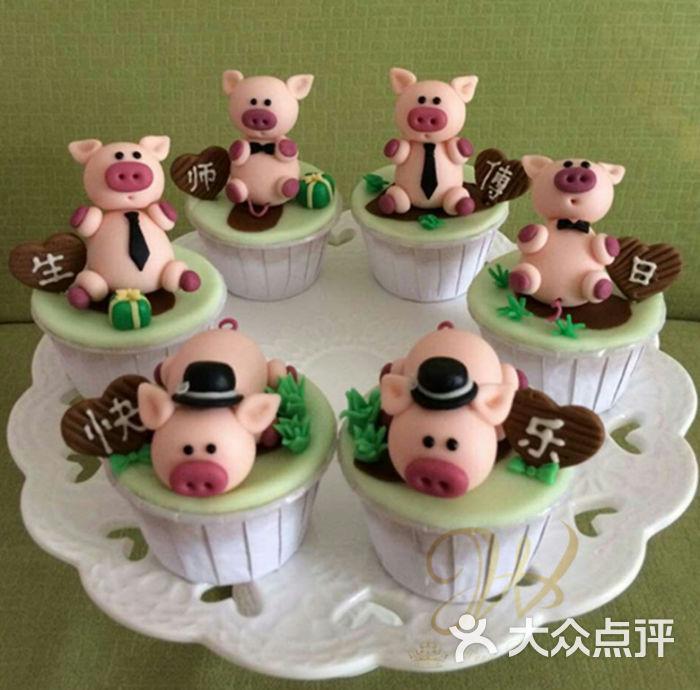 可爱小猪 翻糖纸杯蛋糕
