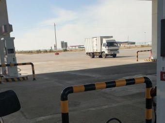 框框井服务区-停车场