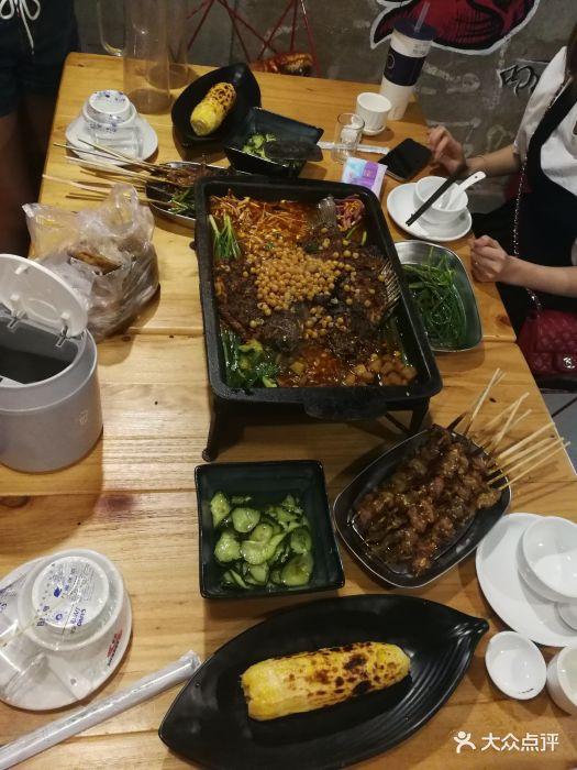 来南宁参加简介大学,晚上和几位朋友同学出.婚礼洪湖地方美食图片