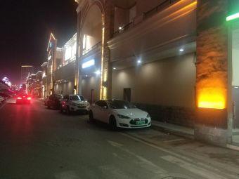 首创奥特莱斯停车场