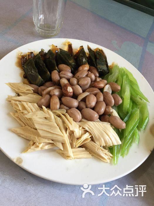 清真利民饺子馆凉菜拼盘图片 - 第1张图片