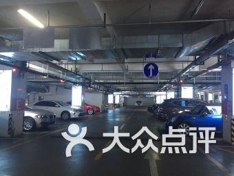 王府井購物中心停車場