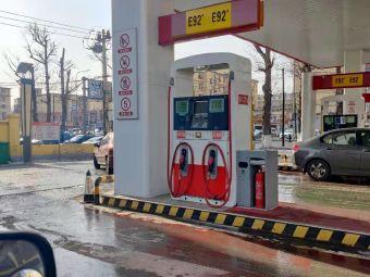 中石油开运加油站