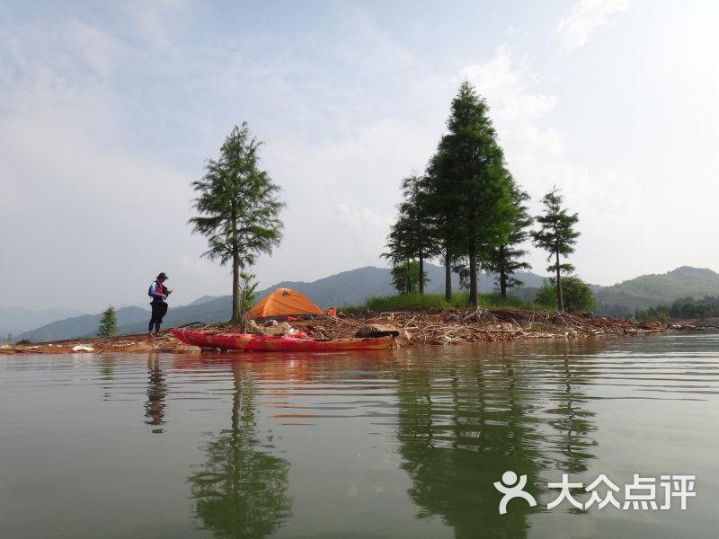 足球岛露营1_编辑_千岛湖湖人皮划艇俱乐部天然4号5号图片