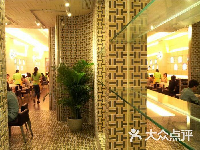 椰林树影港式甜品店高清图片