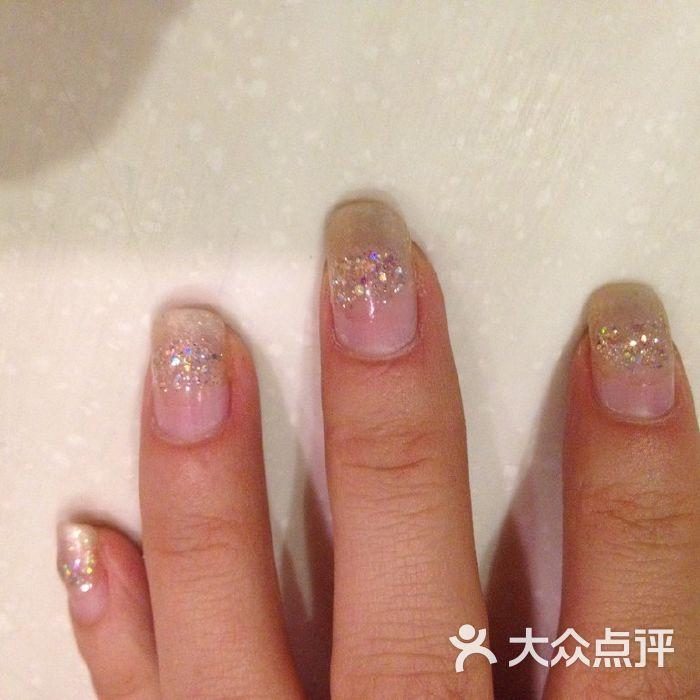 艾米妮美甲美妆实物更可爱的小白兔图片-北京美甲